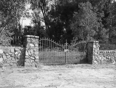 Entrance to Los Robles